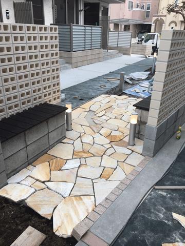 アパート玄関前のアプローチ製作(制作中)